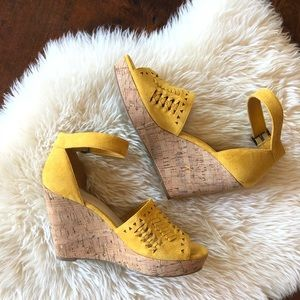 Marc Fisher mustard yellow suede wedges sz 9